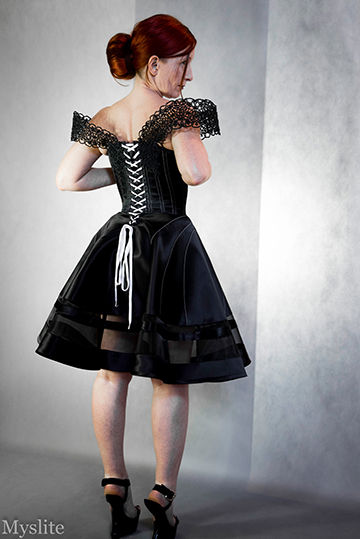 Robe corsetée Myslite noire avec laçage blanc
