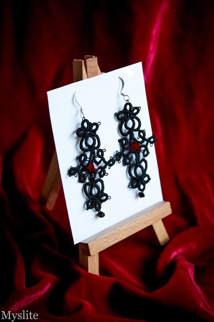 Boucles d'oreilles longues gothiques en dentelle noire avec cristal Swarovski et perle bordeaux