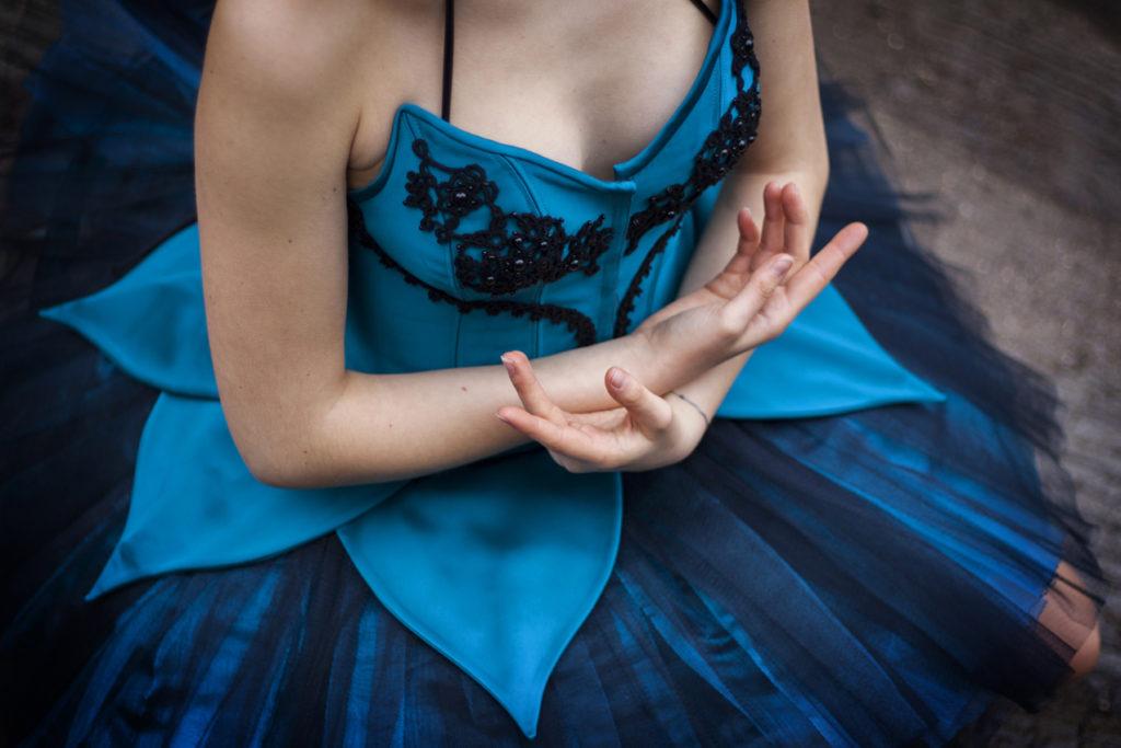 Tutu plateau en satin bleu canard et tulle orné de dentelle noire perlée Myslite
