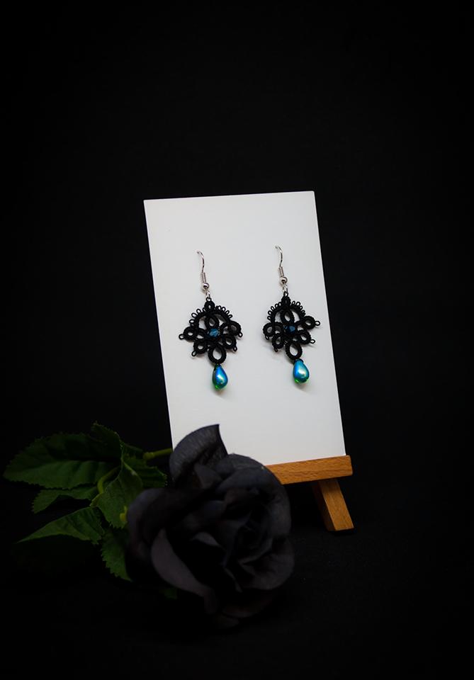 Boucles d'oreilles Joséphine en dentelle noire avec cristal Swarovski et perle décorative vert émeraude/bleu canard